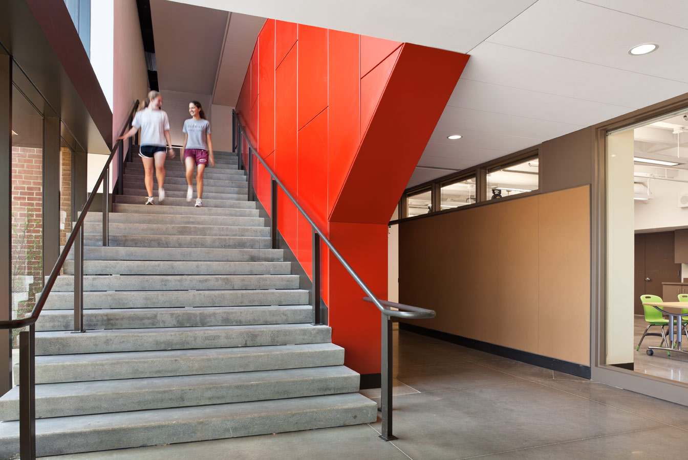 <p>A new stair descends from the gallery to the arts center, and to the lower campus. <br><small>&copy; Michael Moran/OTTO</small></p>