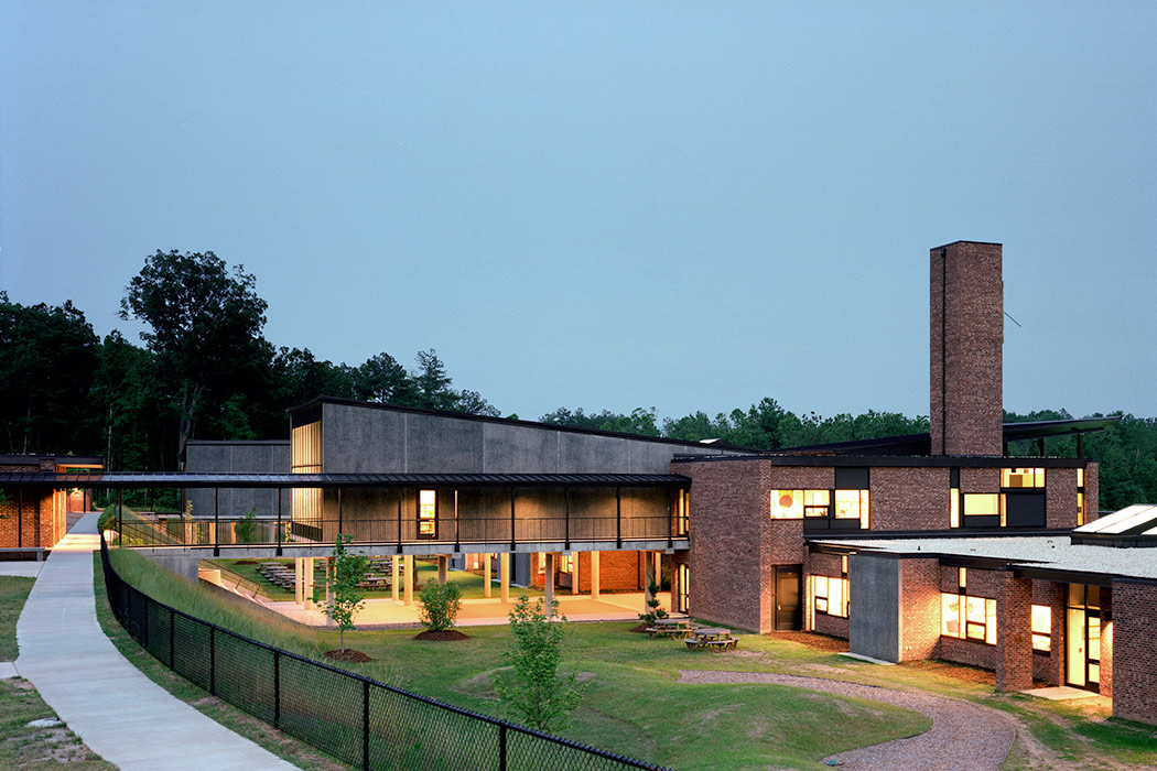 <p>Lower School, Durham Academy, Durham, North Carolina, 2003<br>&nbsp;<br /><small>&copy;Barry Halkin</small></p>