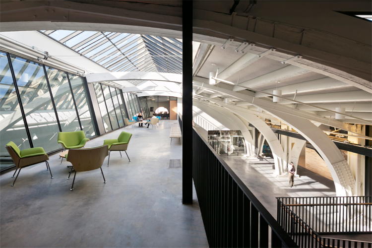 <p>A new steel mezzanine rises within the arches of the original building at the Center for Building Energy Science & Engineering. <br /><br><small>©Michael Moran/OTTO</small></p>