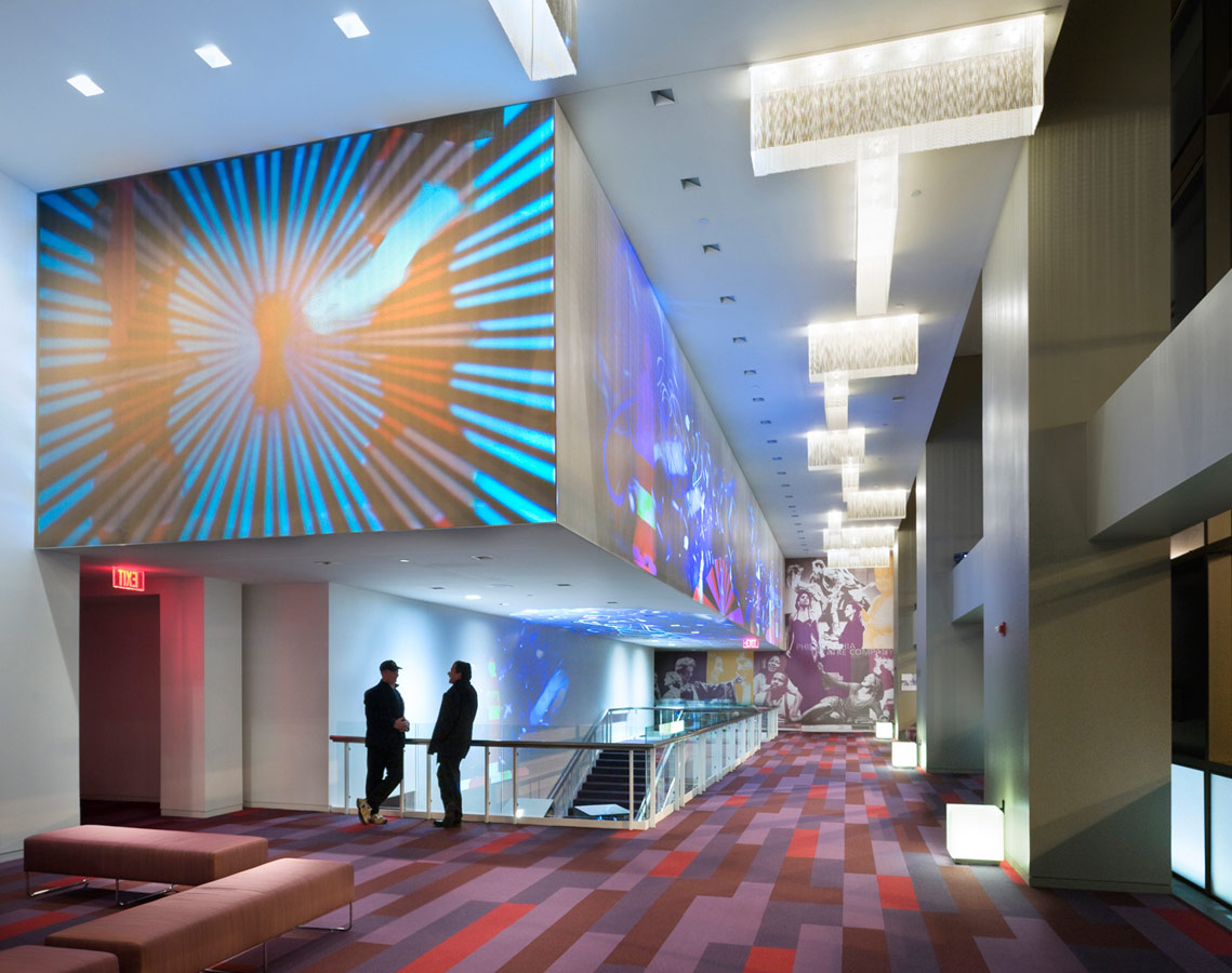 <p>The upper level lobby, where patrons access the main stage mezzanine, as well as the 100-seat flexible black box theater used for experimental productions and educational activities. <br><small>© Peter Aaron/OTTO</small></p>
