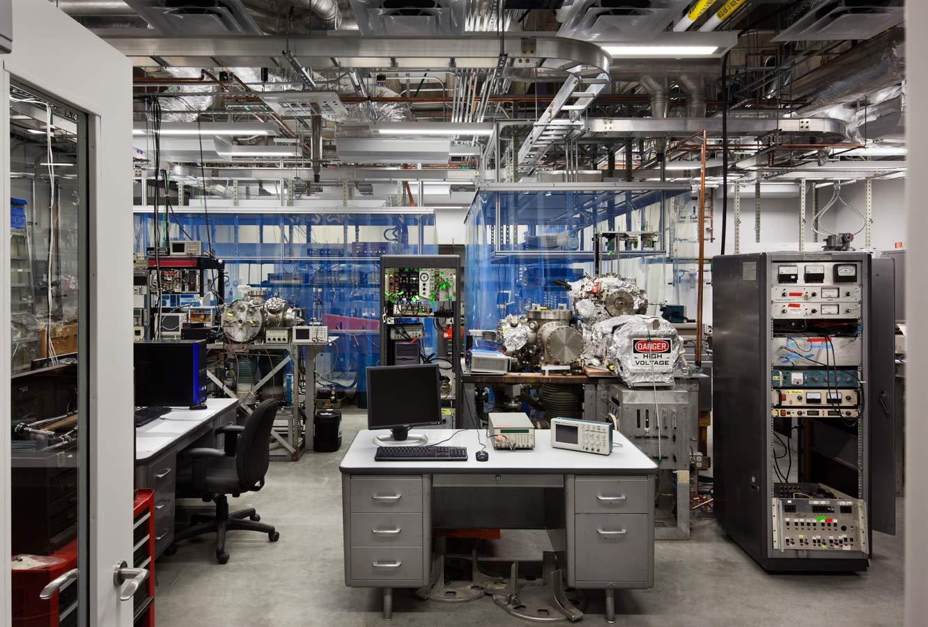 <p>Researchers perform sensitive physics experiments in a highly stabilized basement lab protected from humidity and vibrations. The laboratories were designed to meet the needs of Rice's present researchers, with the flexibility to accommodate future generations. <br><small>© Peter Aaron/OTTO</small></p>