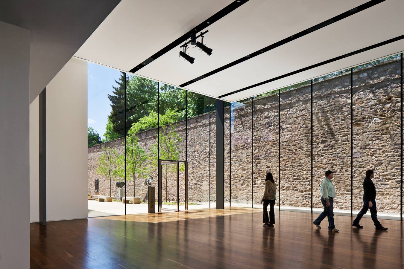 <p>A range of programs and events, including lectures, performances, and private parties, can be accommodated by the new pavilion, which adds an additional revenue stream for the museum. <br><small>© Michael Moran/OTTO</small> </p>