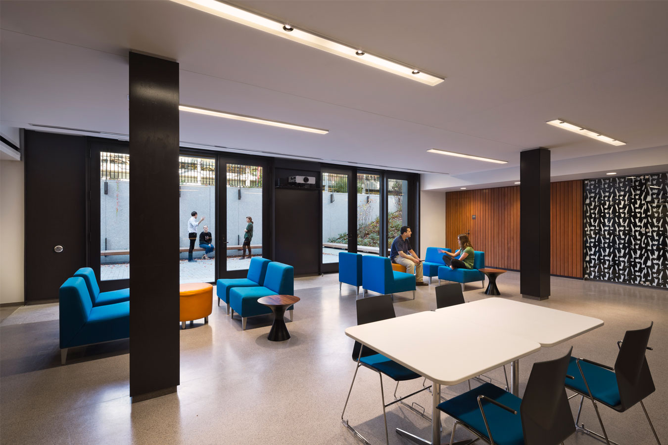 <p>A new community room in the basement opens to the terrace. <br> <br /><small>© Michael Moran/OTTO</small></p>