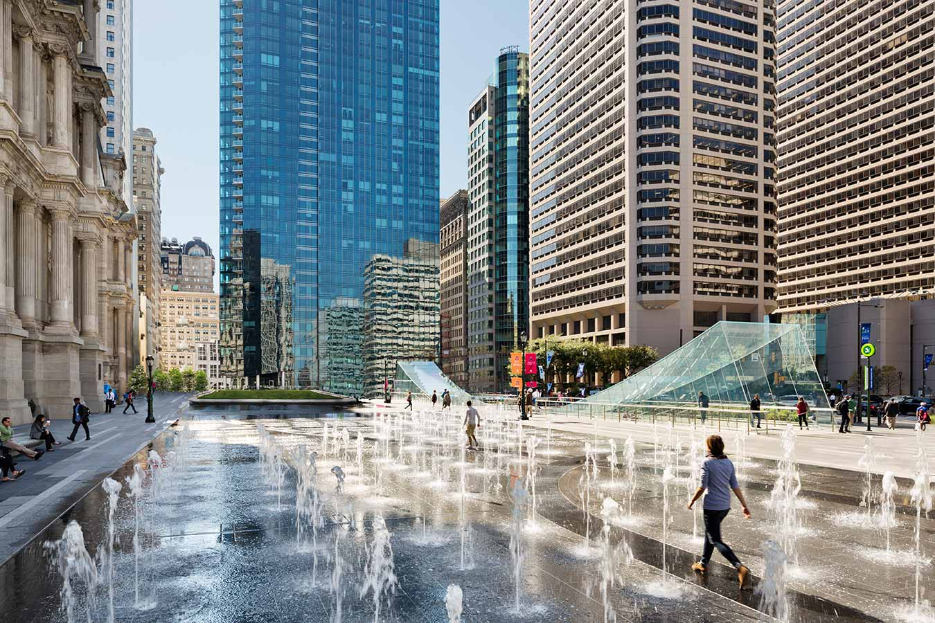 <p>The programmable fountain can be turned partially or completely off, allowing for a broad range of civic and cultural activity, including green markets, concerts, and ice skating in winter. <br><small>&copy; James Ewing Photography</small></p>