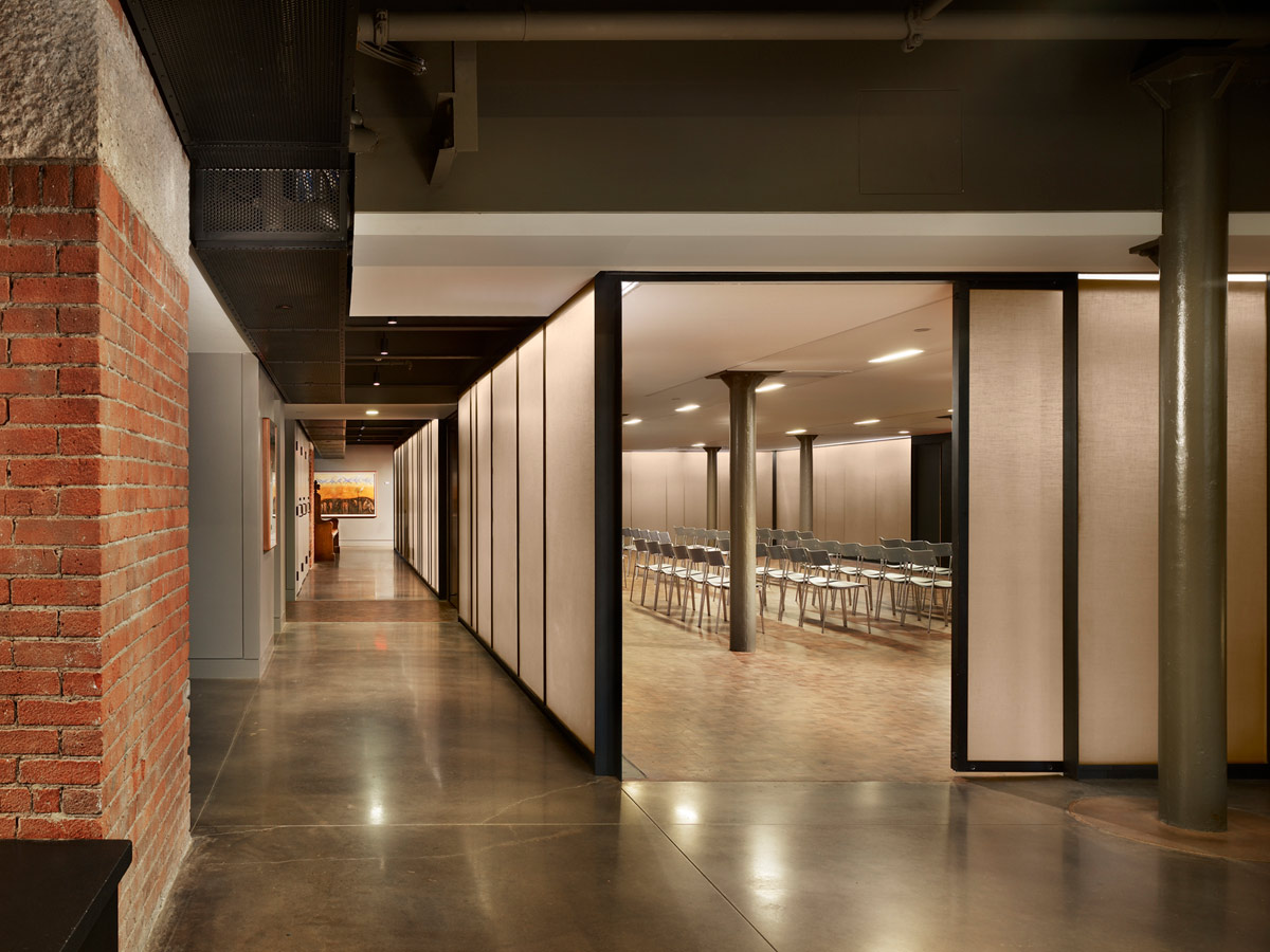 <p>The floor of the worship hall and thresholds to the prayer, meditation, and study rooms are mesquite wood block, while the floor of the fellowship room and the circulation zones are polished concrete. <br><small>© Halkin Photography LLC</small></p>