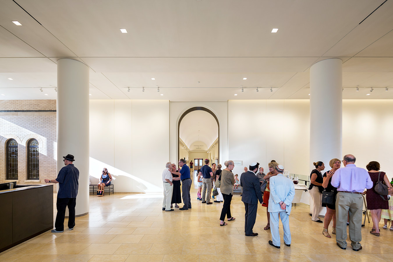 <p>The new southern entrance's lobby provides direct connections to the historic Thalhemier Lobby, as well as all of the synagogue's religious, educational, meeting, and social spaces. <br><small>©James Ewing Photography</small></p>
