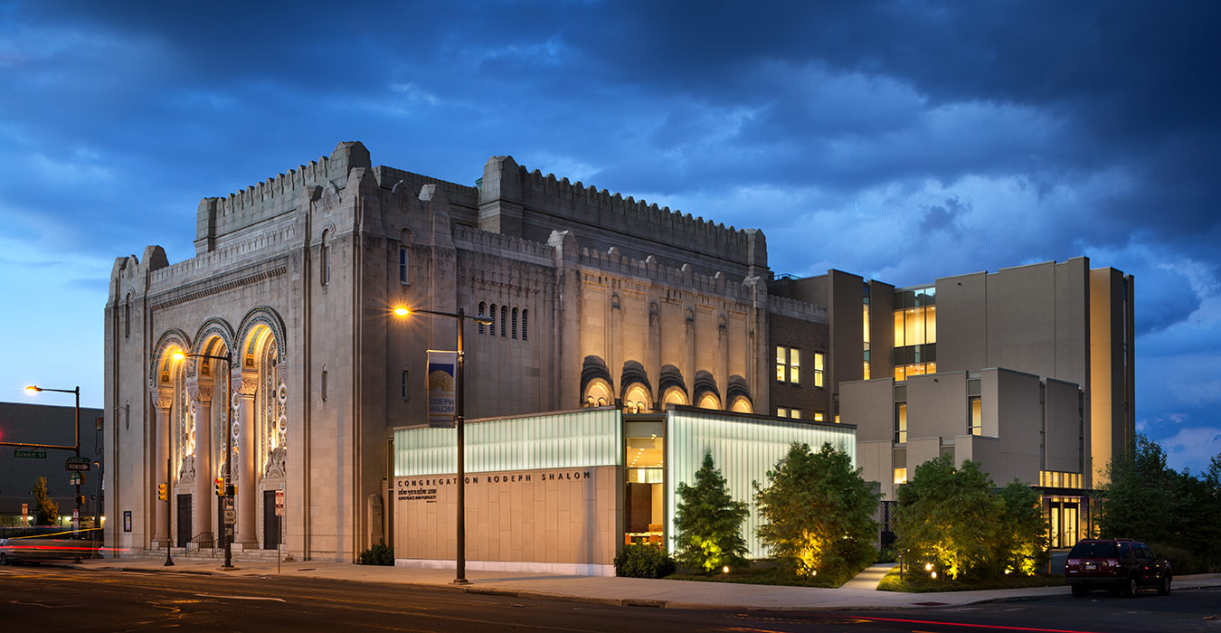 <p>Together, the renovations and addition enhance the historic and much beloved synagogue and ensure its continued growth and evolution as a regional center of Jewish life.<br><small>©James Ewing Photography</small> </p>