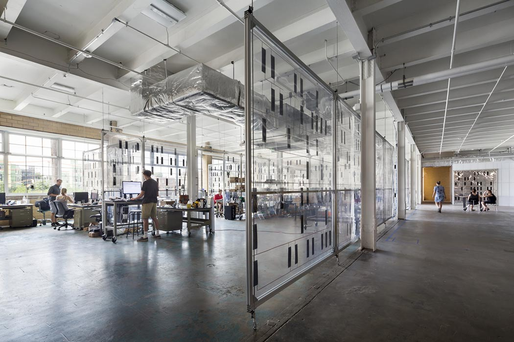 <p>Research spaces are partitioned with plastic panels that allow natural light to further permeate the first floor. <br><small>&copy; Michael Moran/OTTO</small></p>