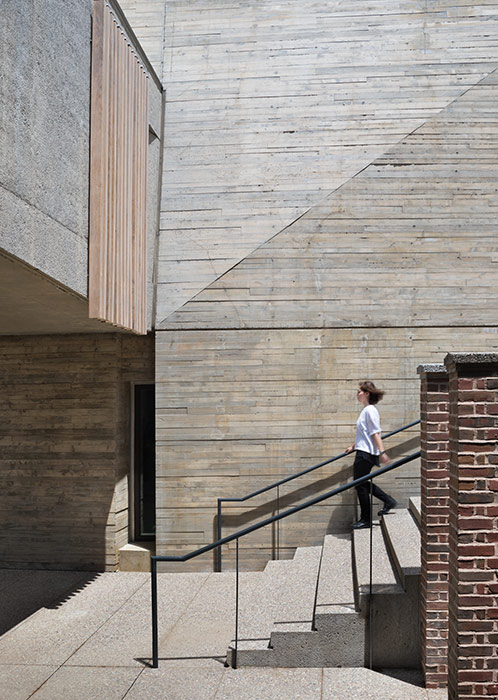 <p>A detail of the arts passage between the addition and Pendleton Hall. <br><small>© Michael Moran / OTTO</small></p>