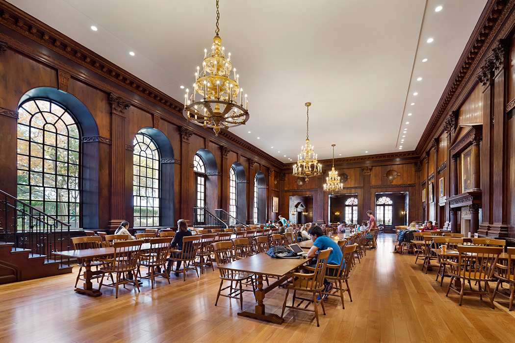 <p>Historic rooms such as the dining hall were carefully dismantled to conceal new state-of-the-art building systems, then restored to their original condition.  <br />© Michael Moran / OTTO</p>