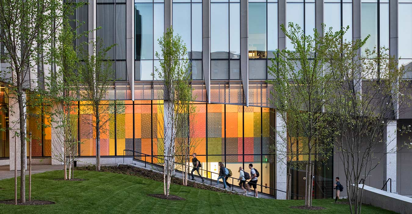 <p>The building connects three existing science labs with pedestrian paths and a cohesively defined Engineering quadrangle adorned with a large-scale art installation by Spencer Finch. <small>&copy;Peter Aaron/OTTO</small></p>
