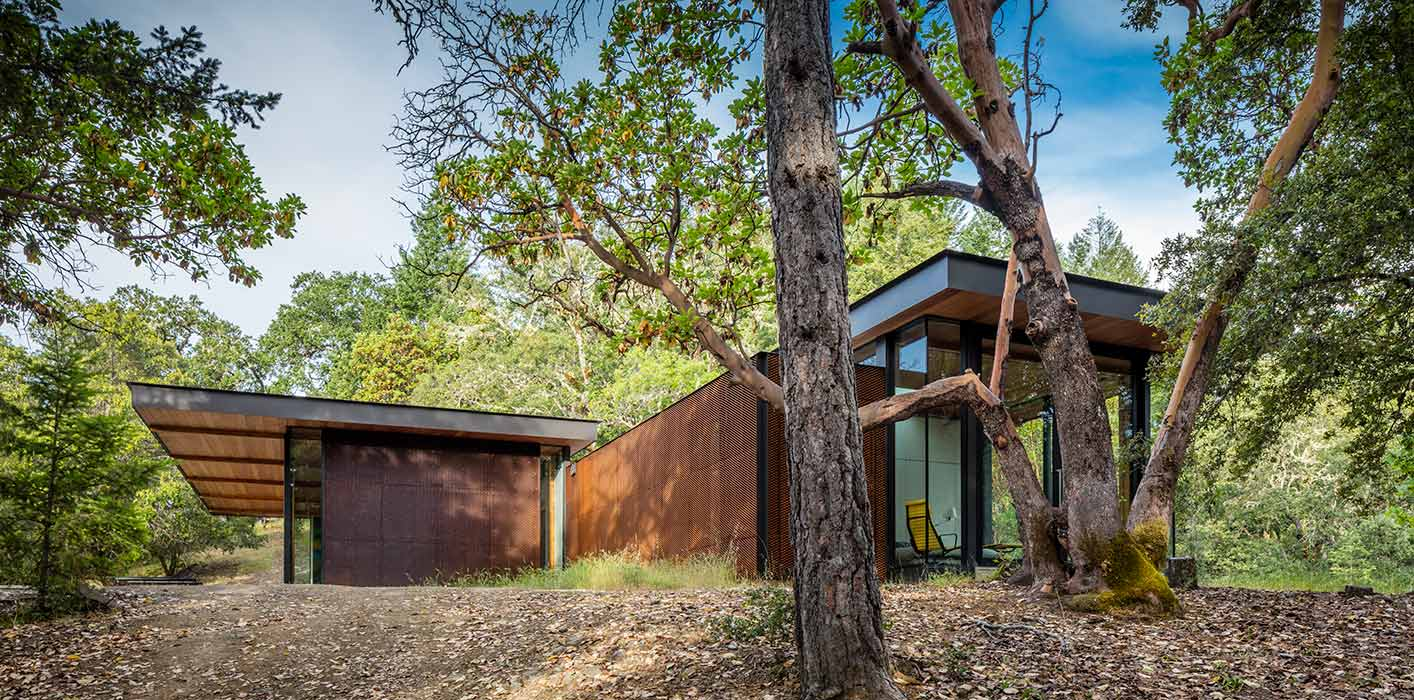 <p>Tucked in the hills of Northern California, High Horse Ranch is a private residence consisting of three structures. The main house sits at the highest point of the site in a natural clearing. <br><small>©Tim Griffith</small> <br /></p>