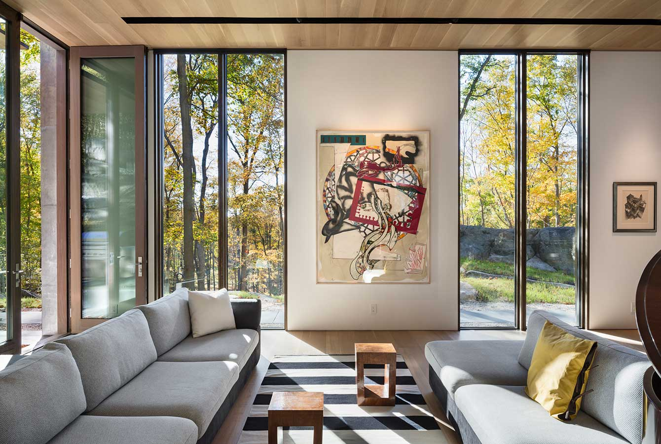 <p>Each window in Pound Ridge House frames a unique view of the rock cliff. <br><small>&copy; Peter Aaron/OTTO</small> </p>