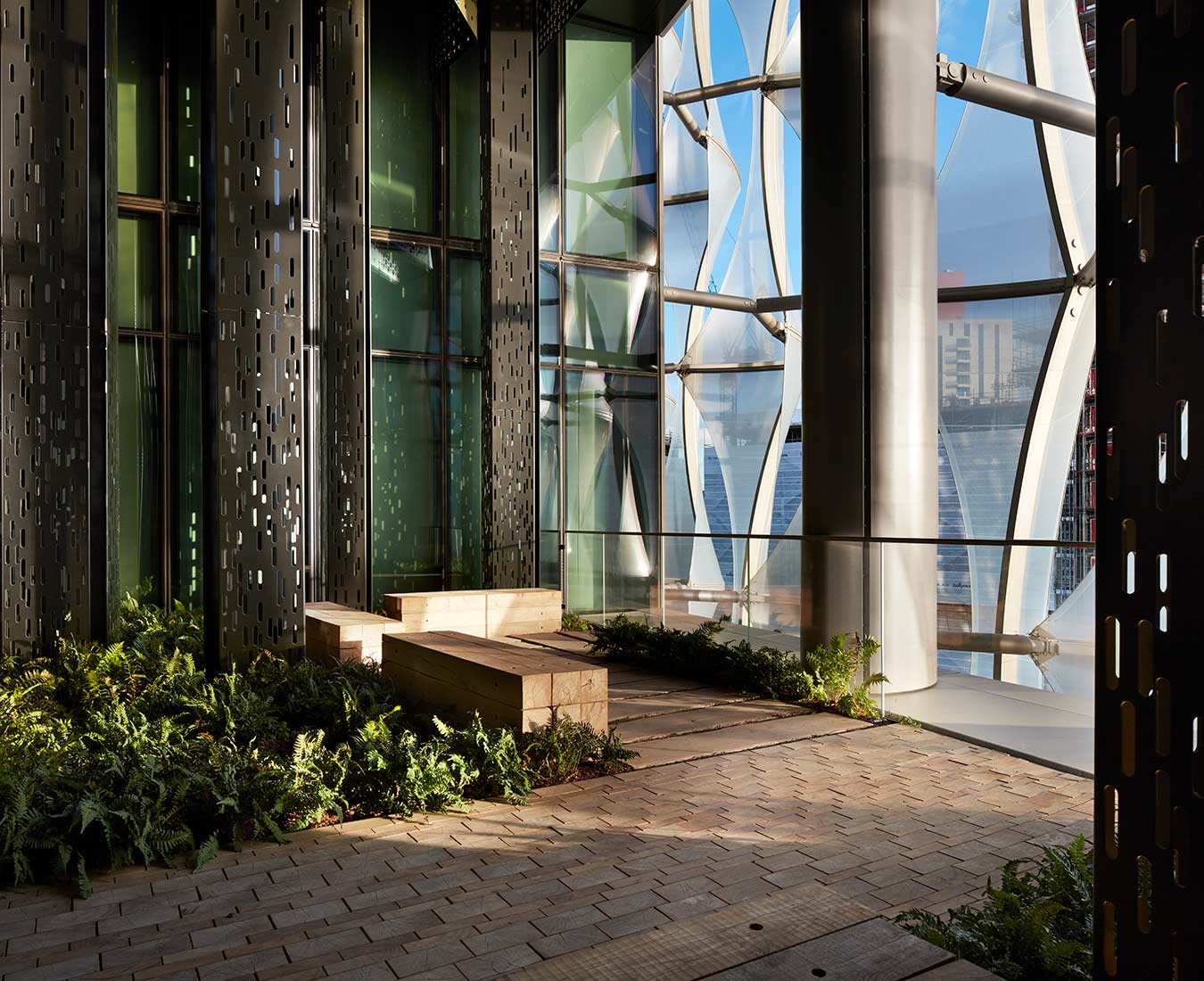 <p>Each of the Embassy's floors contain a garden inspired by a different United States ecosystem. These gardens enhance circulation and provide peaceful places to meet and reflect.<small><br> ©Richard Bryant</small> </p>