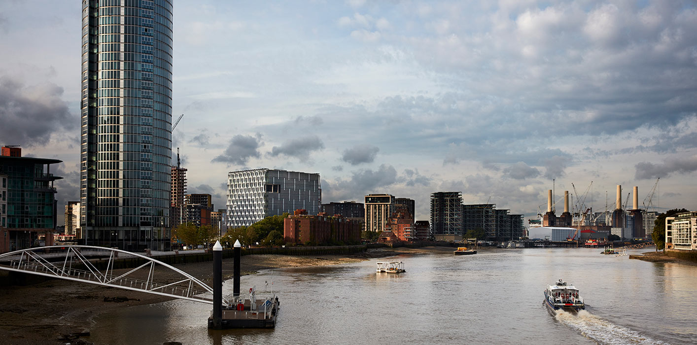 <p>The Embassy provides a strong framework for the Nine Elms district, an industrial zone under intense redevelopment on London's South Bank.<small><br> ©Richard Bryant</small></p>
