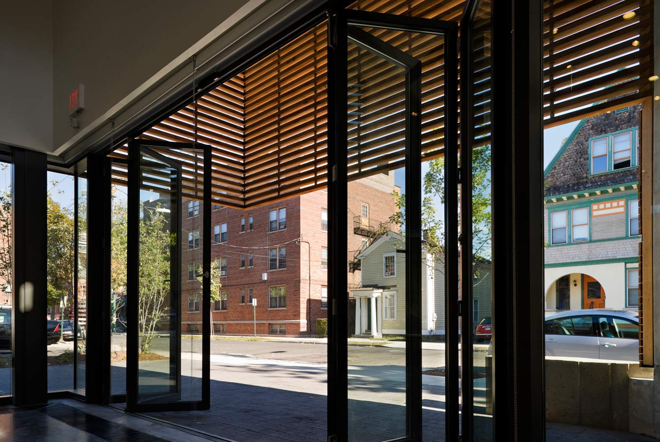 <p>The doors of the art gallery fold back accordion-style to create a porch along the street front in nice weather, inviting visitors inside.  <br><small>© Peter Aaron/OTTO</small></p>